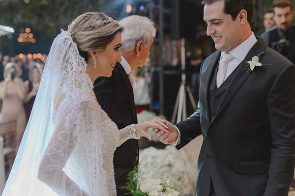 casamento-fazenda-villa-rica-vestido-noiva-danielle-benicio-tiara-miguel-alcade-5
