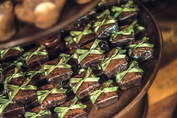 brownies-lembrancinhas-bem-casados-brownies-festa-de-lancamento-revista-constance-zahn-casamentos-hotel-fasano-londra-02