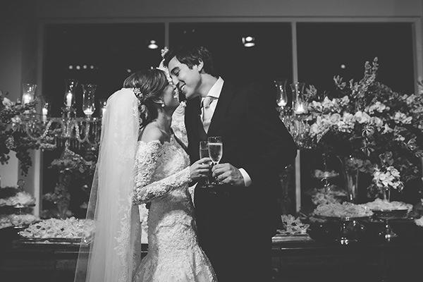 decoracao-casamento-salvador-juliana-galvao-brinde-beijo-noivos