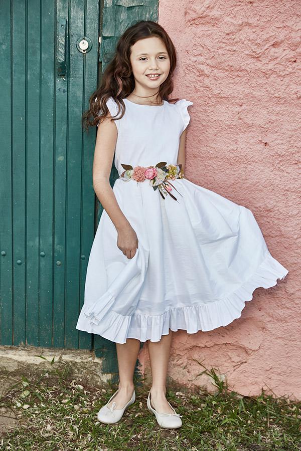 vestidos de daminhas para casamentos no campo com flores