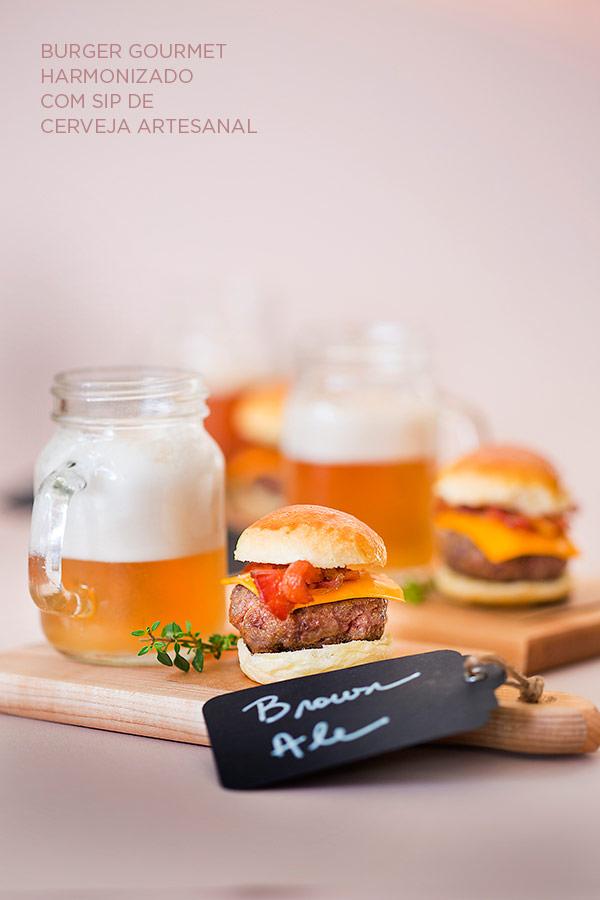 zest-cozinha-criativa-buffet-organico-casamento-Burger-gourmet-harmonizado-com-sip-de-cerveja-artesanal