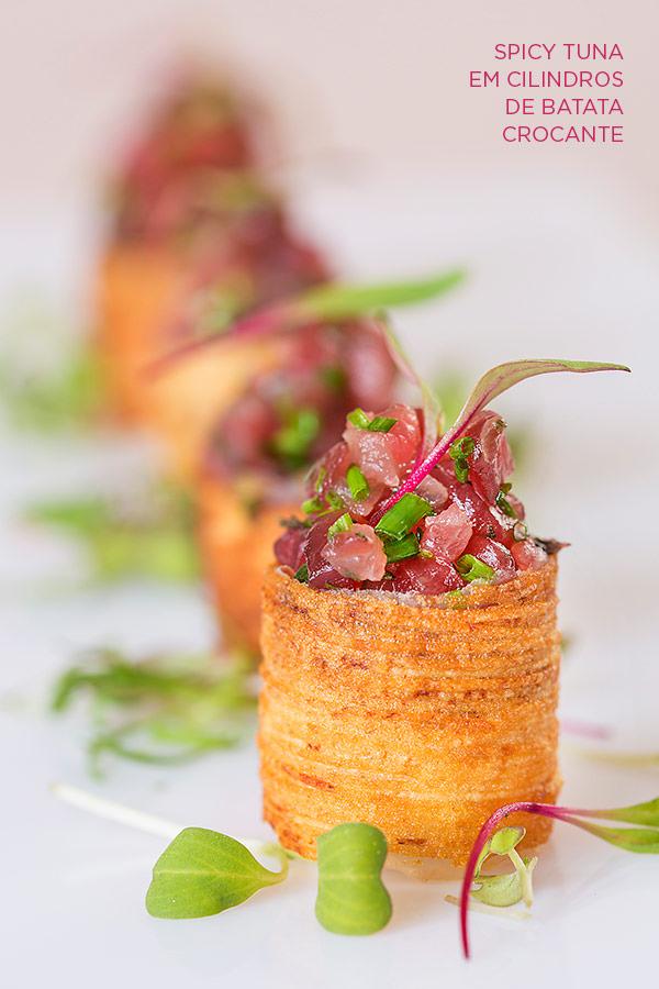 zest-cozinha-criativa-buffet-organico-casamento-Spicy-tuna-cilindros-batata-crocante