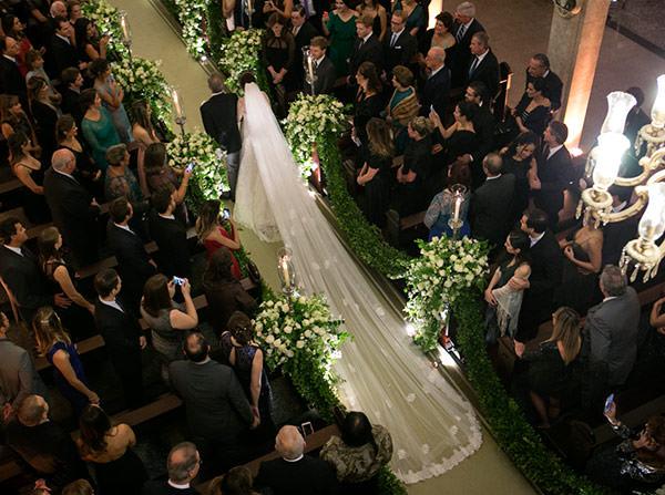 casamento-classico-02-foto-anna-quast-ricky-arruda-vestido-de-noiva-renda-demi-queiroz
