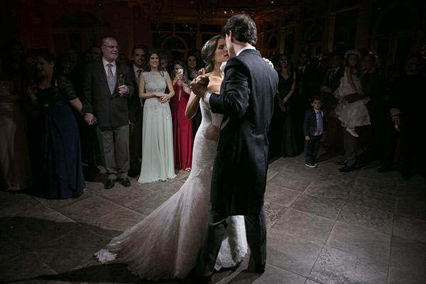 casamento-classico-17-foto-anna-quast-ricky-arruda-vestido-de-noiva-renda-demi-queiroz