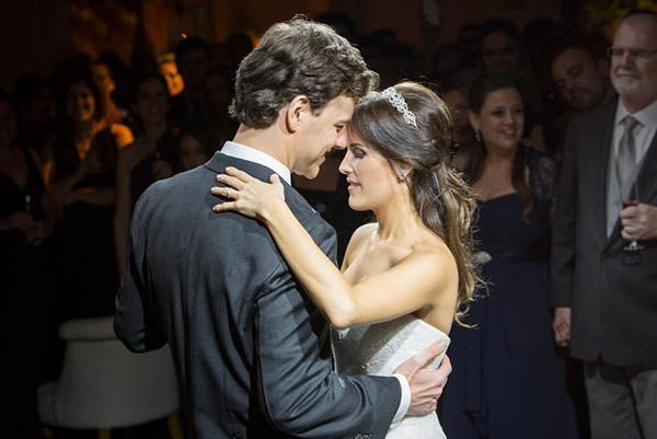 casamento-classico-18-foto-anna-quast-ricky-arruda-vestido-de-noiva-renda-demi-queiroz