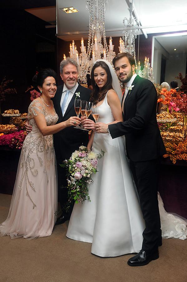 casamento-decoracao-contemporaneo-8076-vestido-noiva-wanda-borges-30-1