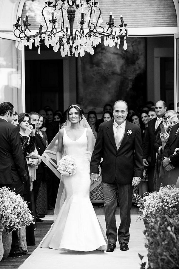 casamento-patricia-hermann-vestido-vestido-de-noiva-liso-wanda-borges-02