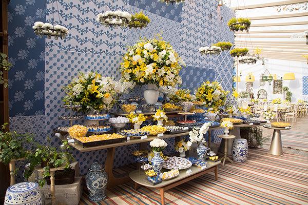 janeiro-decoracao-azul-amarelo-mesa-de-doces-01