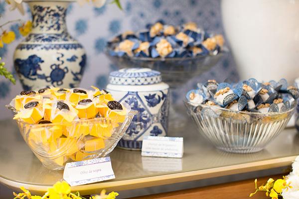 janeiro-decoracao-azul-amarelo-mesa-de-doces-03