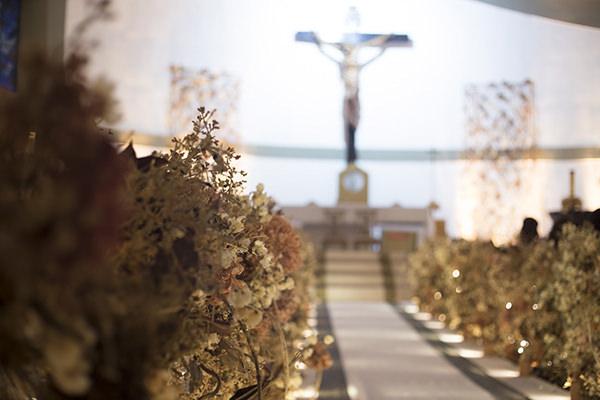 03-casamento-fernanda-haidar-decoracao-igreja-foto-cissa-sannomiya