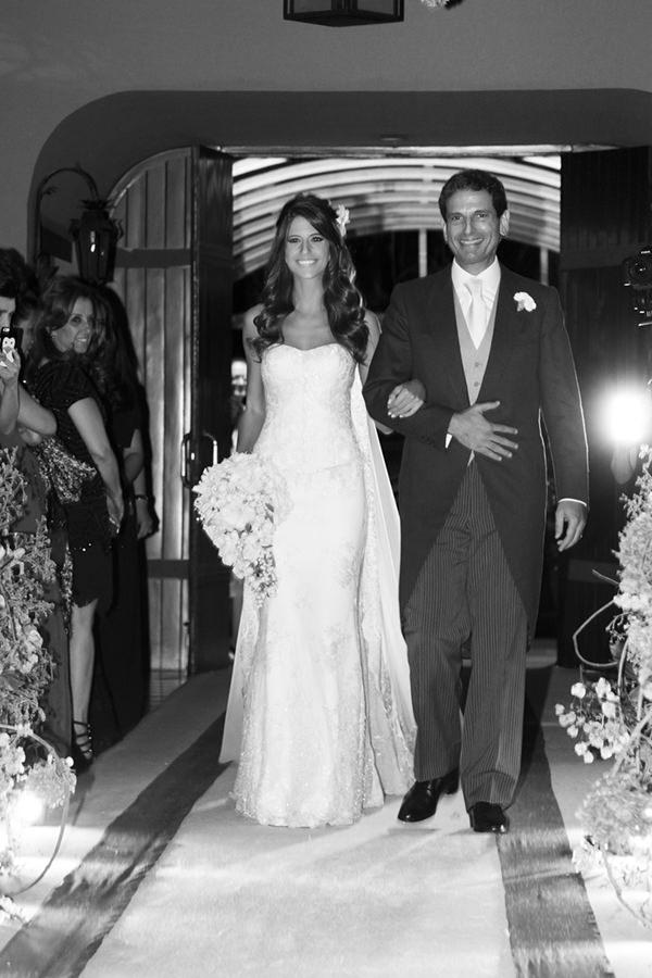 04-casamento-fernanda-haidar-entrada-noiva-foto-cissa-sannomiya