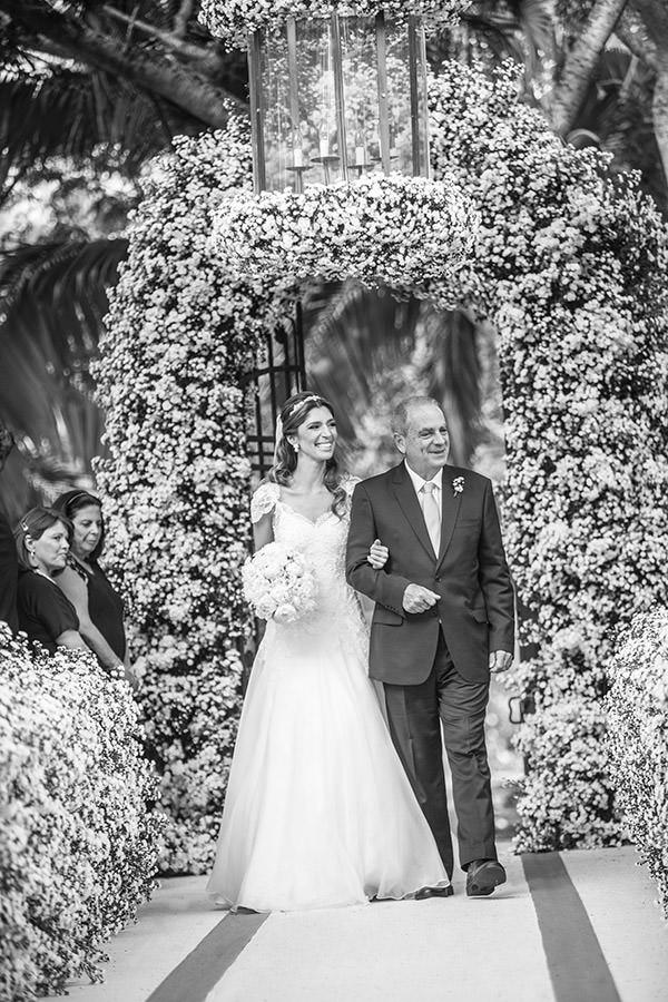 08-casamento-fazenda-lageado-fotografia-flavia-vitoria-entrada-noiva-cerimonia