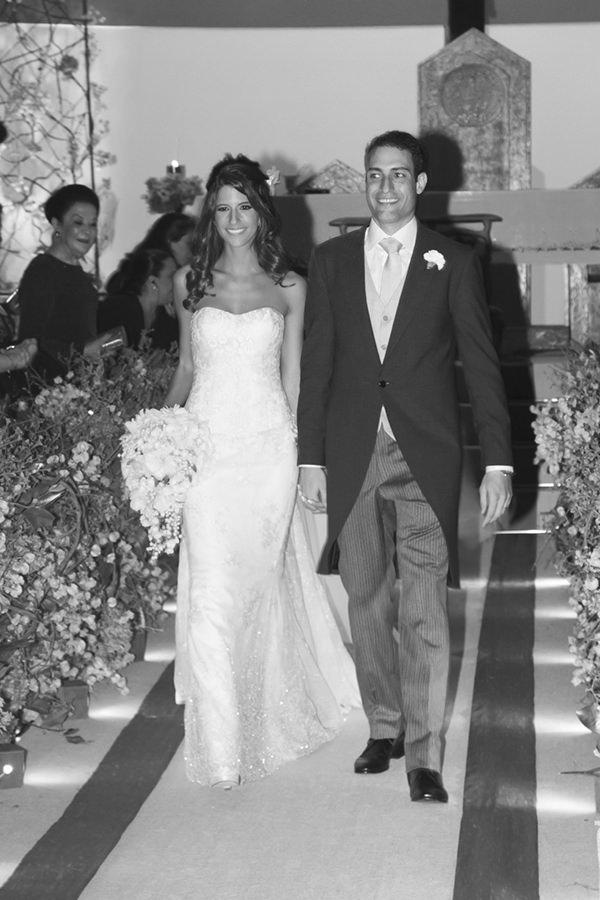 12-casamento-fernanda-haidar-saida-noivos-foto-cissa-sannomiya