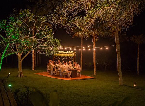 casamento-trancoso-natalia-fusco-bruno-dias-mesa-jantar-jardim