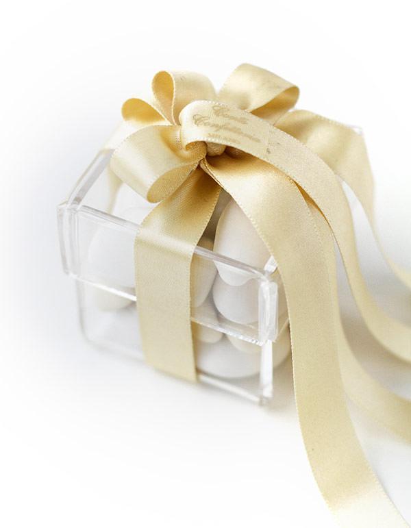 lembrancinha-de-casamento-amendoas-confeitadas-caixinha-de-prata-conti-confetteria-2