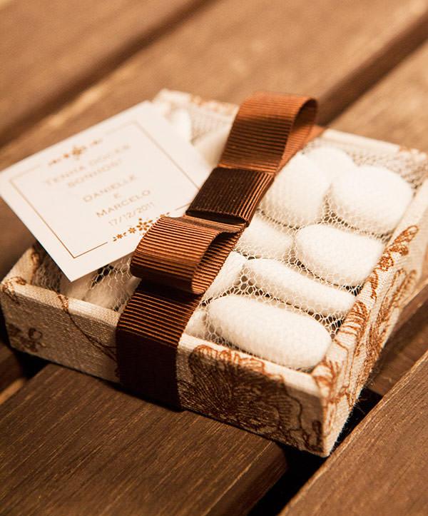 lembrancinha-de-casamento-amendoas-confeitadas-caixinha-de-prata-jeniffer-bresser