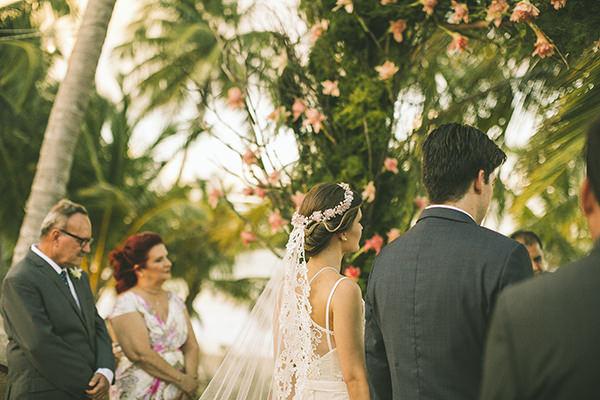 13-casamento-na-praia-casamarela-vestido-yolan-cris