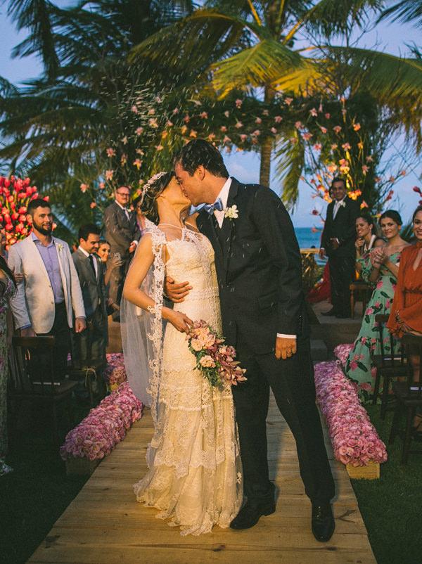 17-casamento-na-praia-casamarela-vestido-yolan-cris