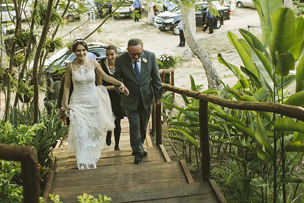 9-casamento-na-praia-casamarela-vestido-yolan-cris