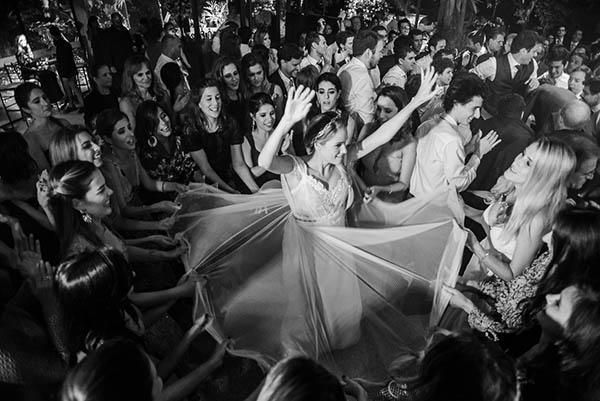 Casamento-Rio-de-Janeiro-Locanda-Roberto-Cohen-vestido-noiva-Julia Golldenzon-Andrea-e-Leo-31