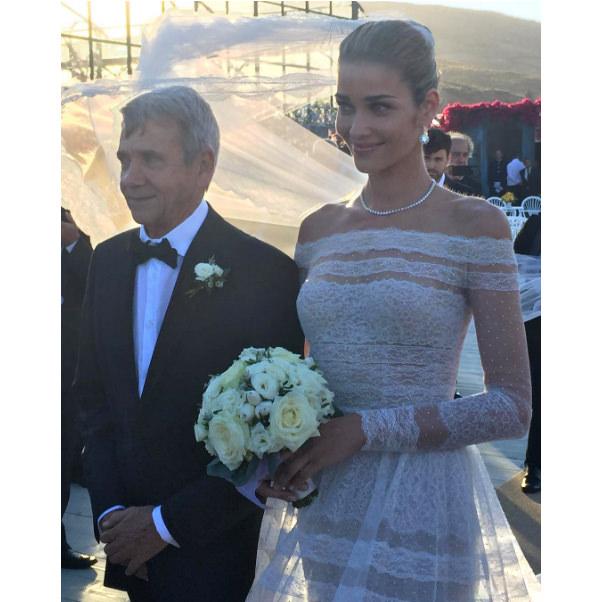 casamento-modelo-ana-beatriz-barros-vestido-de-noiva-valentino-02