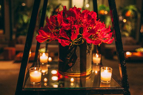 Resultado de imagem para decoração de casamento vermelho e verde com velas