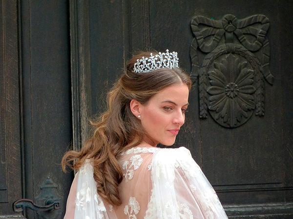 casamento-de-princesa-cleopatra-oettingen-cabelo-meio-preso-coroa-diamantes