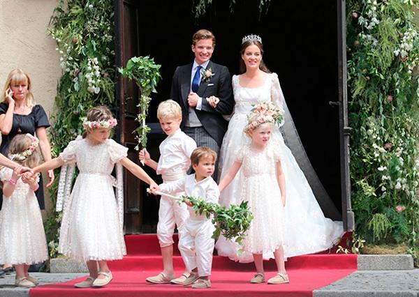 casamento-princesa-cleopatra-oettingen-alemanha-saida-noivos-daminhas-01