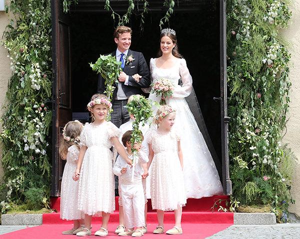casamento-princesa-cleopatra-oettingen-alemanha-saida-noivos-daminhas-05