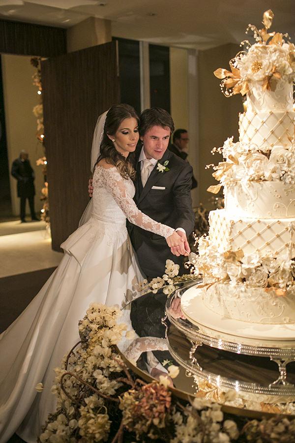 casamento-toda-de-branco-fotos-roberto-tamer-vestido-noiva-wanda-borges-24