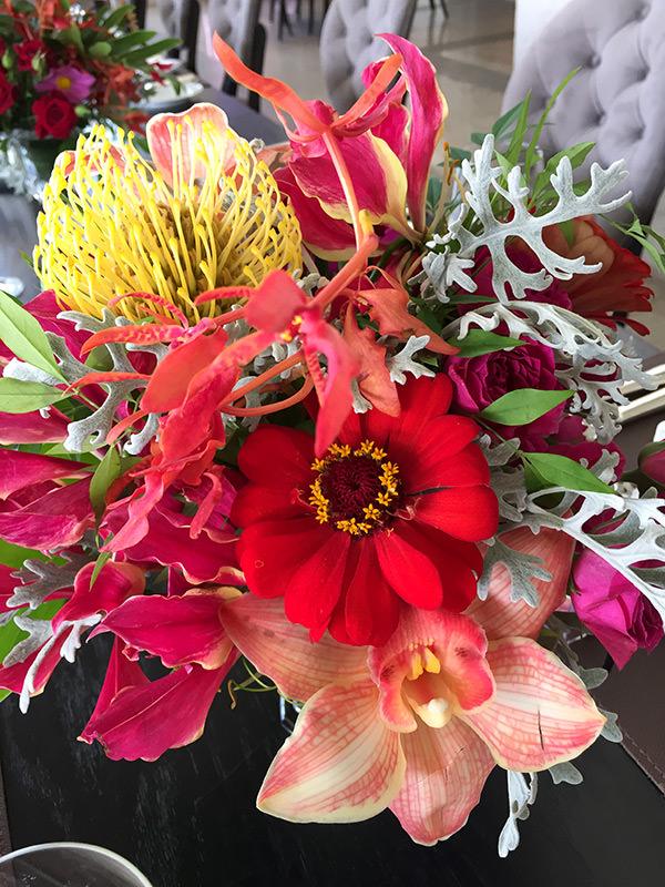 almoco-leitoras-constance-zahn-villa-jockey-08-flores-fp-atelie