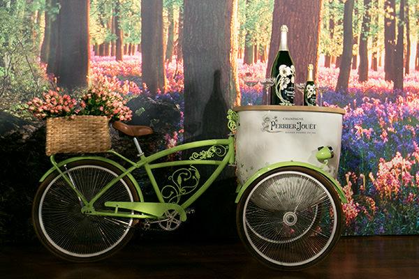 bicicleta-perrier-jouet-champanhe-festa-revista-constance-zahn