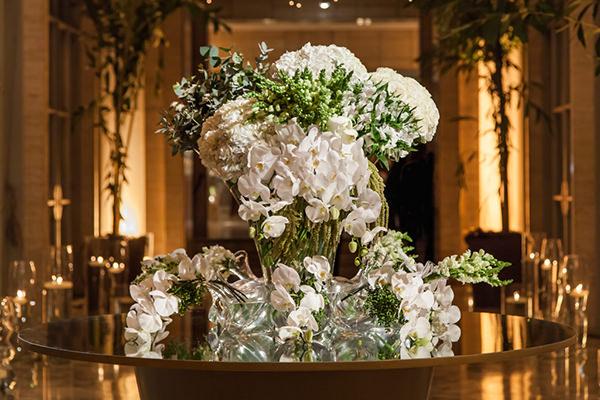 Decoração com flores brancas para casamento na Villa Jockey