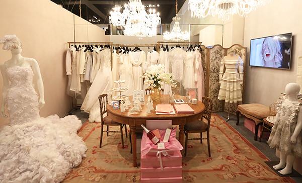 Vestidos de noiva glamourosos e que fogem do tradicional foram os destaques  do espaço da Maison Alexandrine.